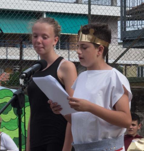 Luca ed Eleonora avviano la rappresentazione