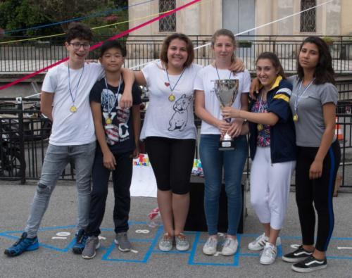 Squadra 1a classificata torneo di pallavolo (da sx Tommaso, Giacomo, Sofia, Chiara, Alice, Sofia)